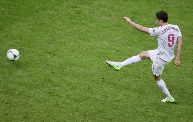 Poland's Lewandowski tries to score against Russia during their Group A Euro 2012 soccer match at the National stadium in Warsaw