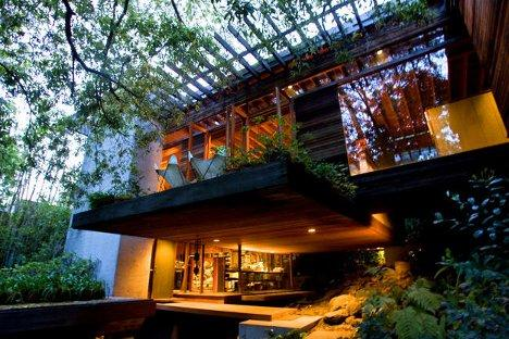 Wooded Wonderland: Open Plan Multi-Level Glass Cliff Home