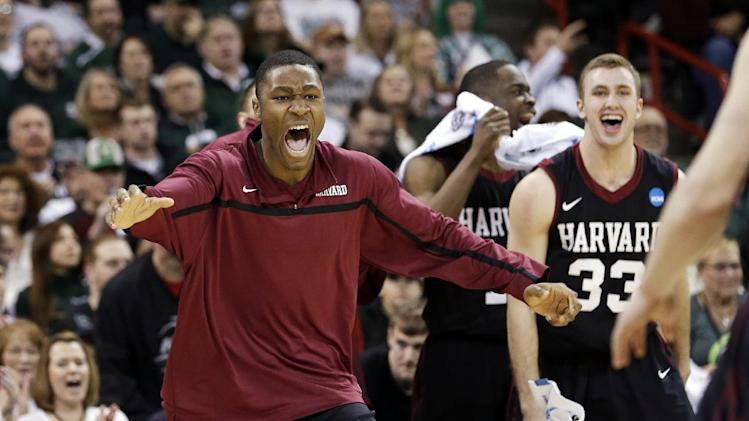 Harvard upsets 5th-seed Cincinnati 61-57