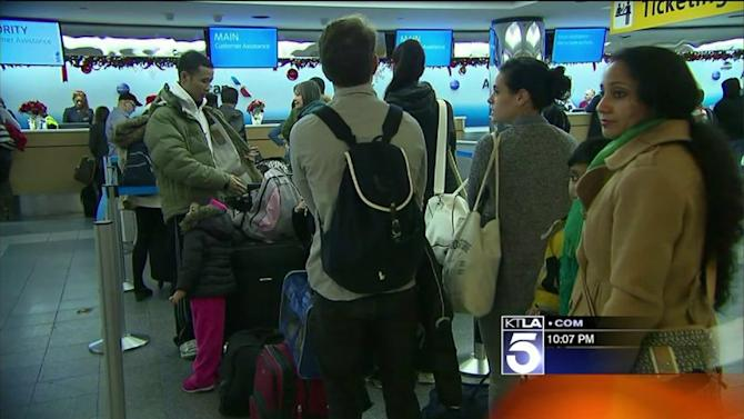 Bad Weather, Delays Slow Last-Minute Holiday Travelers Across US