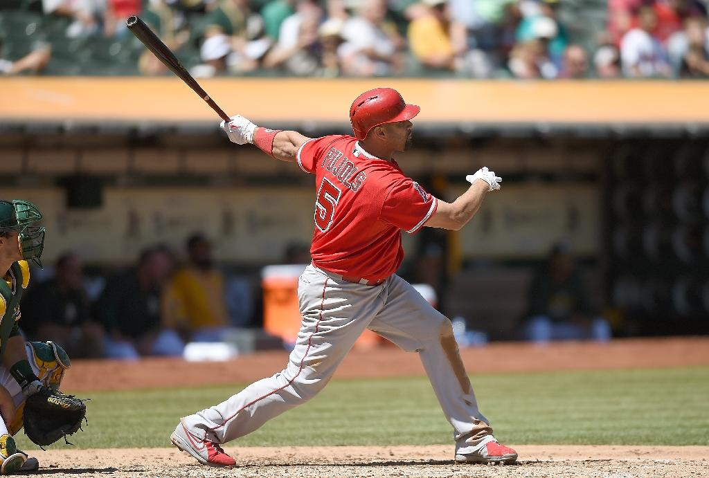 Pujols hits 555th home run to tie Ramirez on all-time list