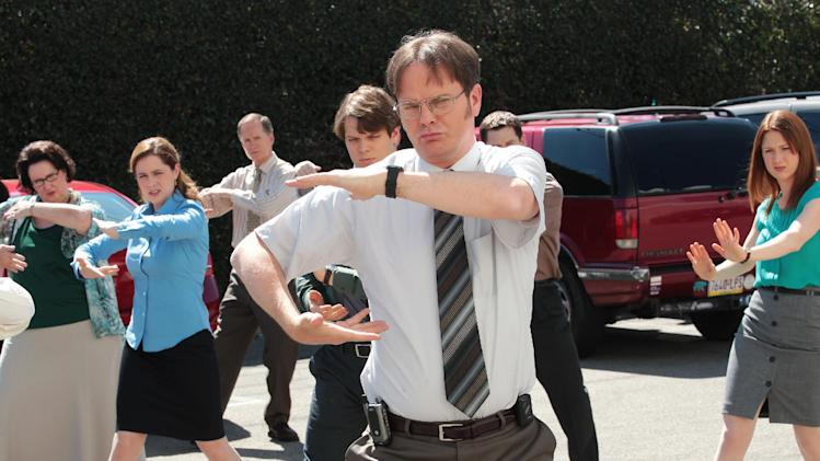 "This undated publicity photo released by NBC shows, from left, Phyllis Smith as Phyllis Vance, Jenna Fischer as Pam Beesly Halpert, Jake Lacy as Pete, Rainn Wilson as Dwight Schrute and Ellie Kemper as Erin Hannon in the ""Finale"" episode for ""The Office,"" Season 9, on NBC. (AP Photo/NBC, Chris Haston)"