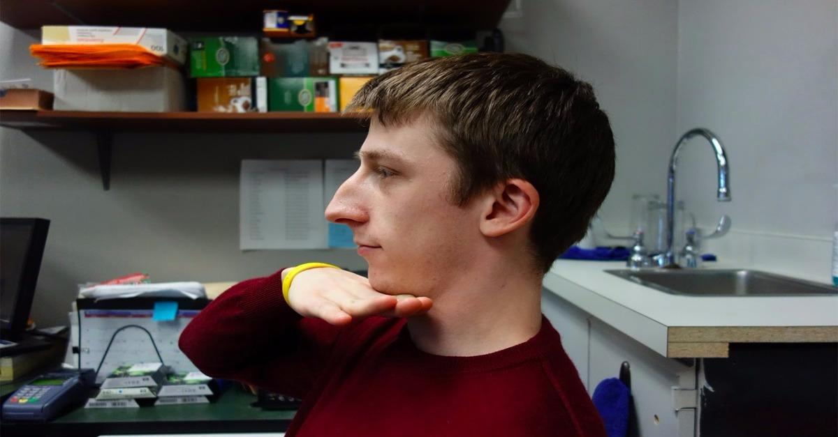 """Doctor Advice: How To Fight A """"Saggy Neck""""[Watch]"""
