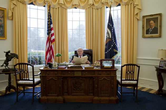 Texas man obsessed with white house builds mini oval for Oval office white house