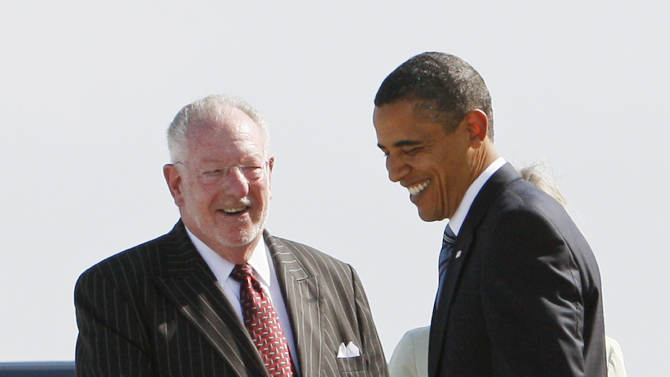 "In this file photo shot on Tuesday, May 26, 2009, President Barack Obama talks with Las Vegas Mayor Oscar Goodman as he arrives in Las Vegas. The former Las Vegas mayor branded the city with a larger than life persona. And now he's branded himself again with a memoir. In ""Being Oscar--From Mob Lawyer to Mayor of Las Vegas, Only in America,"" Goodman tells all from his days as a lawyer representing members of the mob to his three terms as the ""happiest mayor in the universe.""  (AP Photo/Charles Dharapak)"
