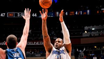 Davis scores 28, leads Magic to win