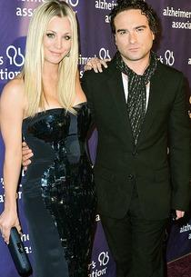 Kaley Cuoco and Johnny Galecki | Photo Credits: Alberto E. Rodriguez/Getty Images