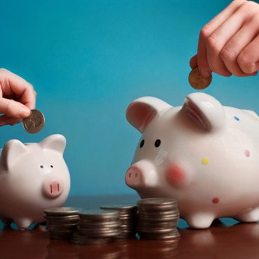 Two-piggy-banks-with-coins_web