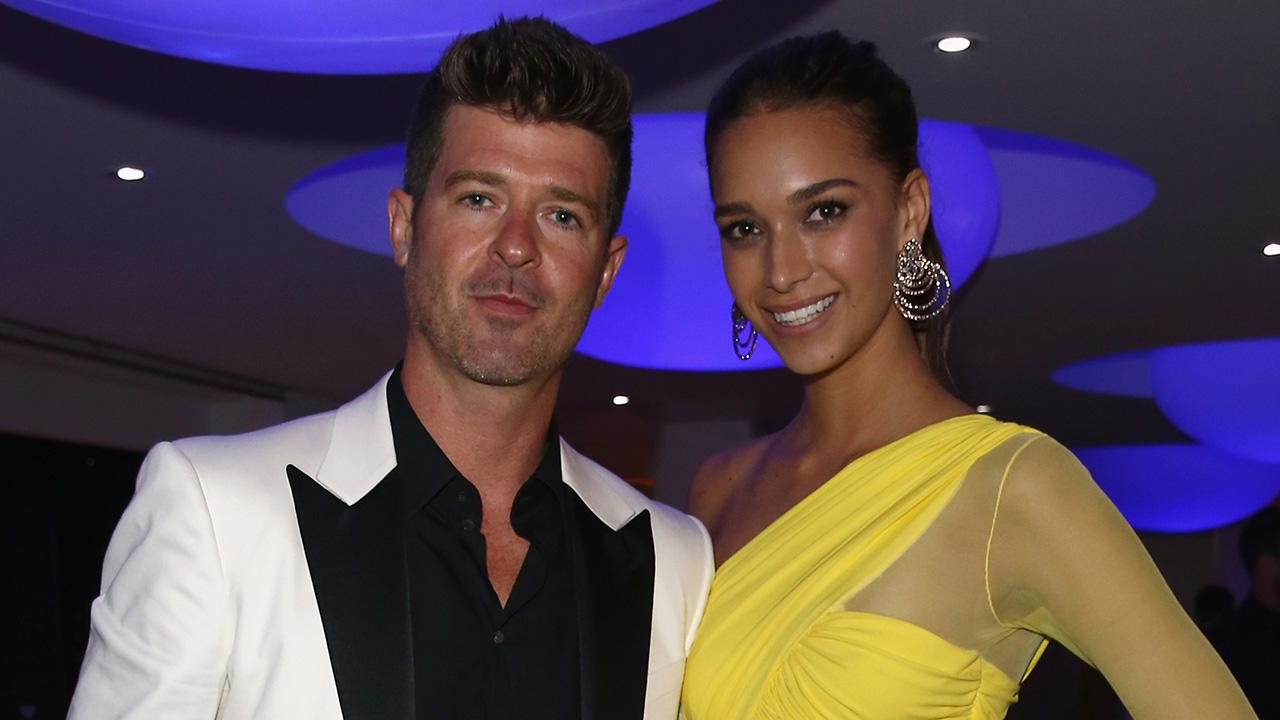 Robin Thicke and His 21-Year-Old Girlfriend Share Sexy Snaps From Their Vacation