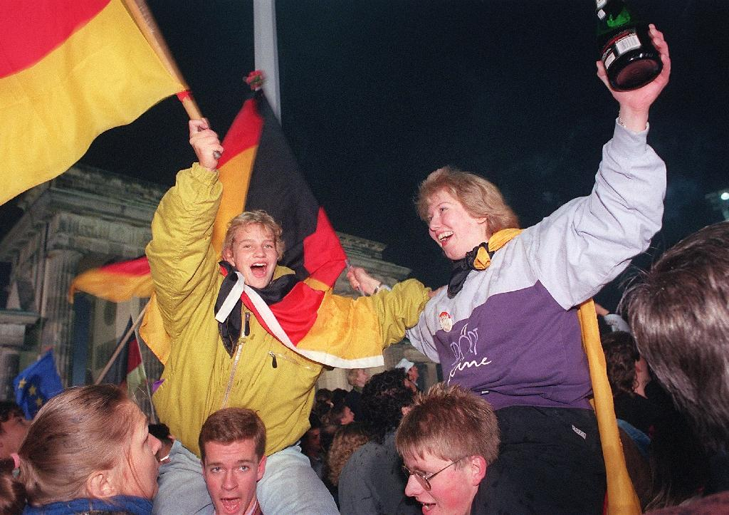 Germany fetes 25 years of post-Wall unity amid fresh woes
