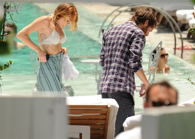 Miley Cyrus, Cheyne Thomas, pool