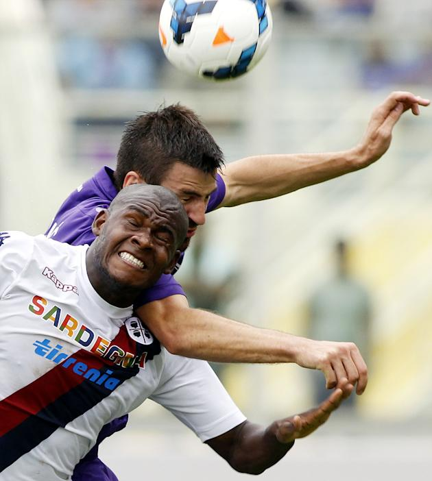 Fiorentina's Nenad Tomovic, top, of Serbia, is challenged by Cagliari's Vctor Ibarbo, of Colombia, during a Serie A soccer match at the Artemio Franchi stadium in Florence, Italy, Sunday, Sept. 15, 20