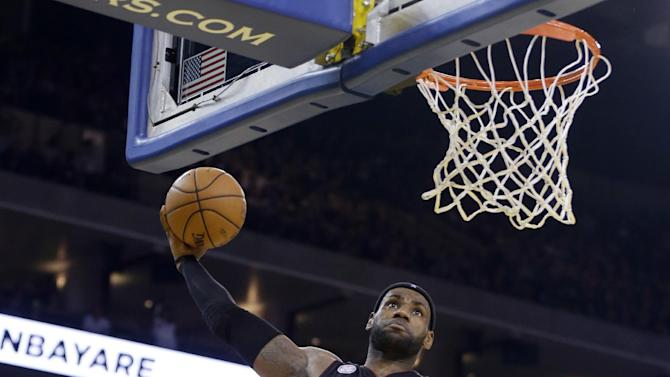 Miami Heat's LeBron James (6) dunks against the Golden State Warriors during the first half of an NBA basketball game in Oakland, Calif., Wednesday, Jan. 16, 2013. James on Wednesday became the youngest player in NBA history to score 20,000 points. (AP Photo/Marcio Jose Sanchez)