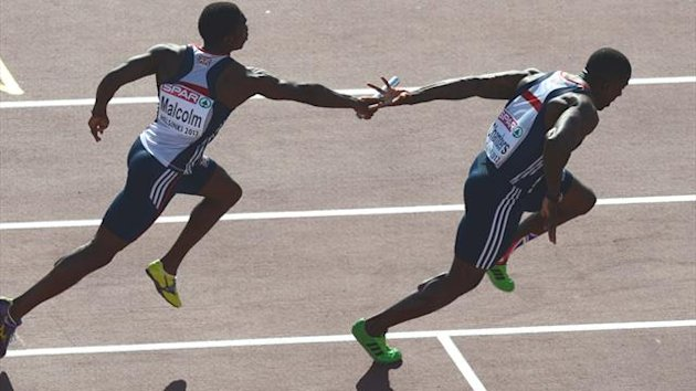 Britain's Dwain Chambers (R) fails to gab the batton from Britain's Christian Malcolm (L) during the men's 4x100m relay final at the 2012 European Athletics Championships at the Olympic Stadium in Helsinki (AFP)