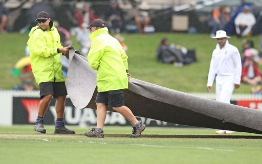 Rain frustrated N.Zealand's recovery from losing early wickets in the opening day of the second Test against S.Africa