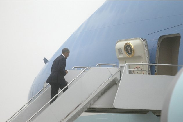 Obama boards Air Force One in foggy conditions for travel to Atlanta from Joint Base Andrews, Maryland