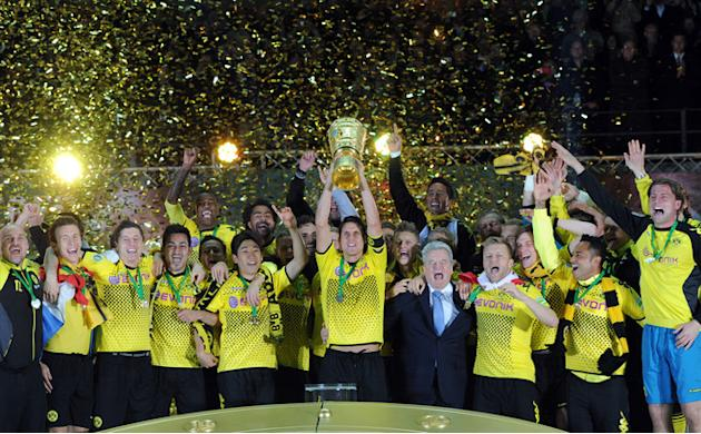 Dortmund's Players Celebrate With The Trophy And With German President Joachim Gauck (C-R)    RESTRICTIONS / EMBARGO - AFP/Getty Images