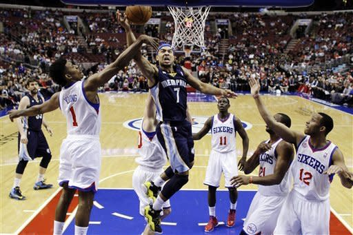Grizzlies rally from 17 down to beat 76ers 103-100