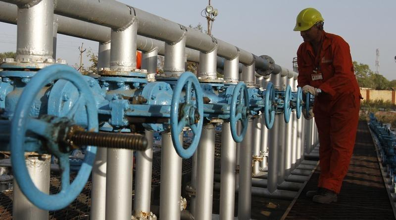 India plans new oil subsidy rules to push ONGC stake sale