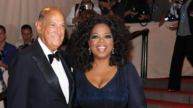 FILE - In this May 3, 2010 file photo, Oprah Winfrey, right, and Oscar de la Renta arrive at the Metropolitan Museum of Art Costume Institute gala, in New York.  The designer, de la Renta, a favorite of socialites and movie stars alike, has died. He was 82.(AP Photo/Evan Agostini, File)