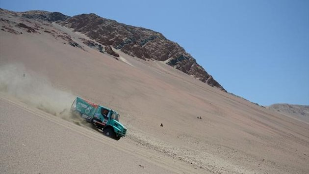 Ducthman Gerard De Rooy steers his Iveco during the 2013 Dakar Rally (AFP)