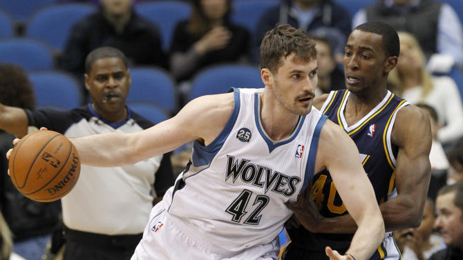 Burke's 32 lift Jazz over Wolves in the finale