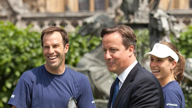 Cameron visits Tennis Foundation