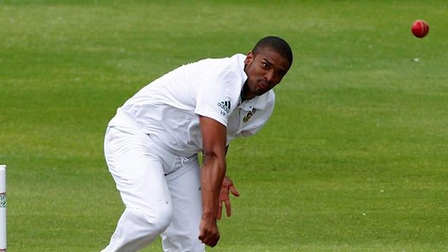 South Africa's Vernon Philander (R) bowls