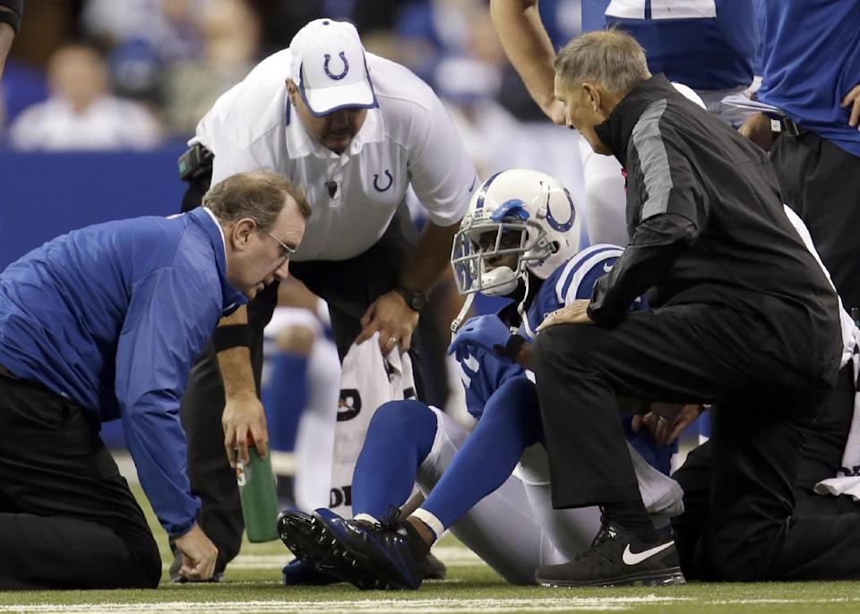 Colts officially put Wayne on injured reserve