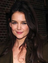 Katie Holmes Tinggalkan Presentasi Produk Demi Suri