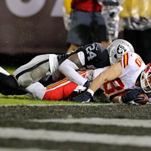 Kansas City Chiefs quarterback Alex Smith throws a 19-yard touchdown pass to tight end Anthony Fasano