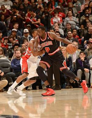 Bulls rout Raptors 96-80 for 1st road win