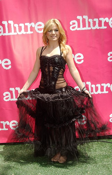 Barefoot on the green carpet at Allure Magazine's Beauty Live! in 2005