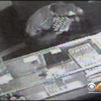 Police Looking For Thief Who Robbed Jewelry Store