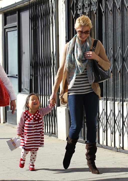 Katherine Heigl out with mom and a walking Naleigh - Part 2