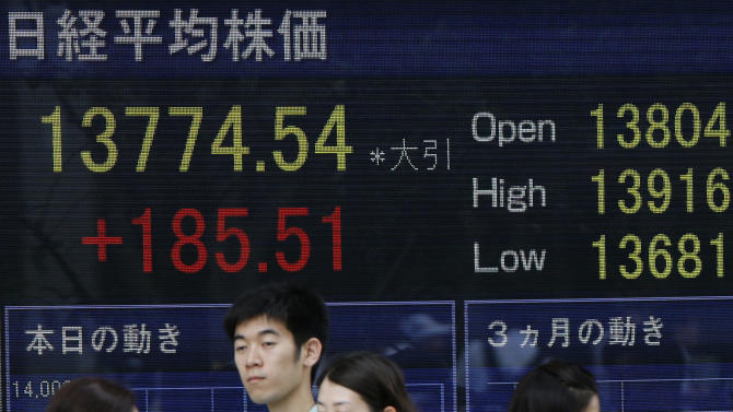 People walk past an electric stock board of a securities firm in Tokyo, Friday, May 31, 2013. Japan's Nikkei 225 finished up 185.51 points, or 1.37 percent, from the previous day at 13,774.54 as Asian stock markets were choppy Friday after lackluster U.S. economic reports raised expectations that the U.S. Federal Reserve would stick to its aggressive stimulus policies. (AP Photo/Shuji Kajiyama)