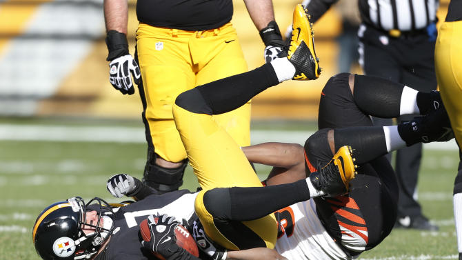 Pittsburgh Steelers quarterback Ben Roethlisberger (7) is sacked by Cincinnati Bengals defensive tackle Geno Atkins in the first quarter of their NFL football game on Sunday, Dec. 23, 2012, in Pittsburgh. (AP Photo/Keith Srakocic)
