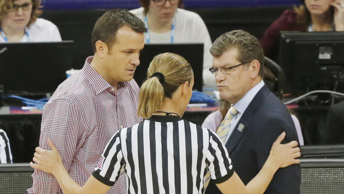 Louisville head coach Jeff Walz and Connecticut head coach Geno Auriemma talk to an official during first half of the national championship game of the women's Final Four of the NCAA college basketball tournament, Tuesday, April 9, 2013, in New Orleans. (AP Photo/Bill Haber)