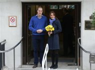 Britain's Prince William leaves the King Edward VII hospital with his wife Catherine, Duchess of Cambridge, London December 6, 2012. Prince William's pregnant wife Kate left the King Edward VII hospital in central London on Thursday where she had spent four days being treated for acute morning sickness. REUTERS/Andrew Winning