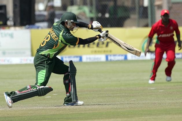 Pakistan batsman Nasir Jamshed bats during the 2nd game of the three match ODI cricket series between Pakistan and Zimbabwe at the Harare Sports Club on August 29, 2013. AFP PHOTO / JEKESAI NJIKIZANA