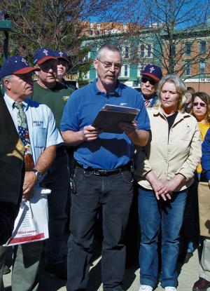 FILE - In this April 16, 2008 file photo, John Freshwater, center, addresses a crowd on Mount Vernon's public square in Mount Vernon, Ohio. The Ohio Supreme Court is ready to hear arguments in the case of Freshwater, a fired public school science teacher who kept a bible on his desk and was accused of preaching religious beliefs in class. (AP Photo/Mount Vernon News, Pam Schehl, File)  MANDATORY CREDIT MOUNT VERNON NEWS, PAM SCHEHL