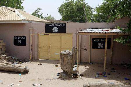 Niger army fights Boko Haram for Lake Chad island after attack