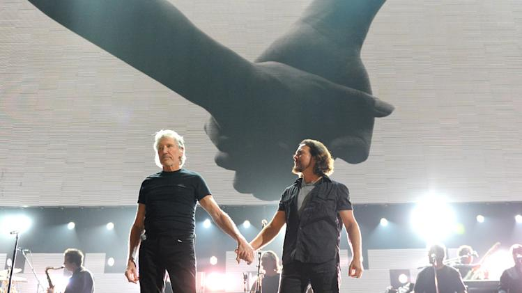 Eddie Vedder, Roger Waters