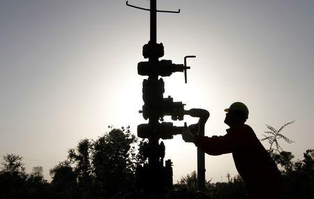 India lowers April-Sept gas prices by 8 percent