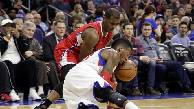 Philadelphia 76ers' Robert Covington, right, and Los Angeles Clippers' Chris Paul battle for a loose ball during the first half of an NBA basketball game, Friday, March 27, 2015, in Philadelphia. (AP Photo/Matt Slocum)