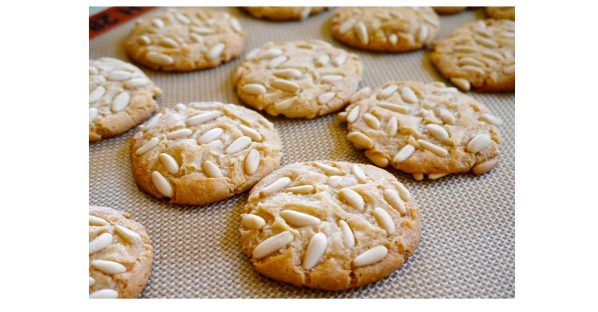 13 Deliciously Vegan Holiday Cookies