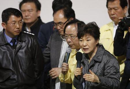 """South Korean President Park speaks to family members of missing passengers who were on South Korean ferry """"Sewol"""", which sank at the sea off Jindo, during her visit to a gym where family members gathered, in Jindo"""