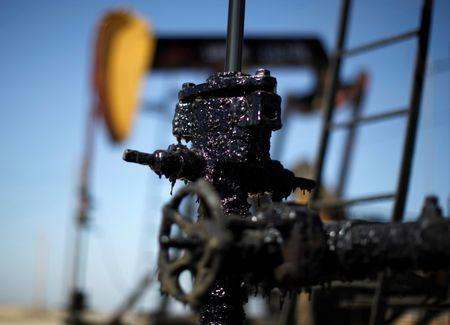 Reuters Poll: Oil prices to stabilize as demand rises