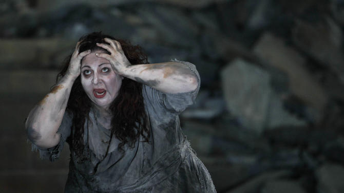 "In this photo taken Tuesday, Oct. 2, 2012, in Chicago, Christine Goerke performs as Elektra,  during the first act of a dress rehearsal of the Lyric Opera of Chicago's new production of ""Elektra."" (AP Photo/M. Spencer Green)"