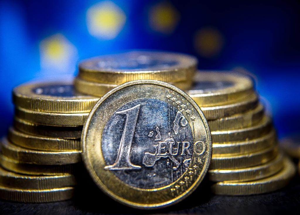 Draghi sends euro lower
